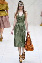Burberry1 London Fashion Week   Day 4: Burberry and Todd Lynn Dresses